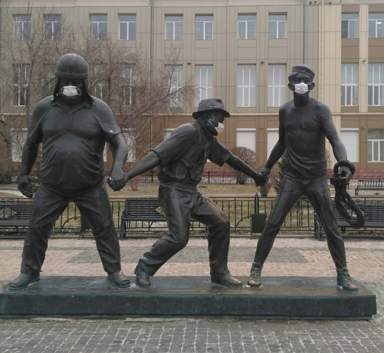 памятник Гайдаю