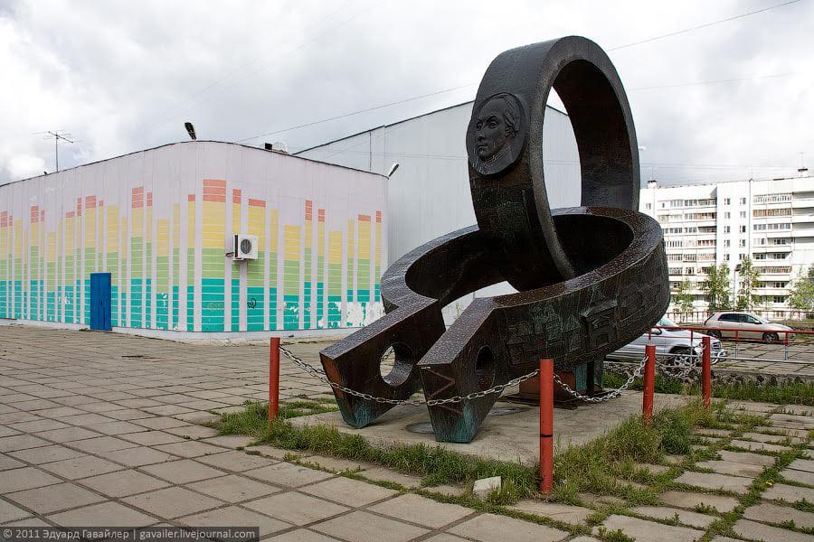 Памятник Радищеву в Усть-Илимске