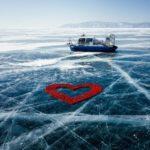 Сердце из тысячи роз выложили на льду Байкала к старту нового сезона шоу «Холостяк»