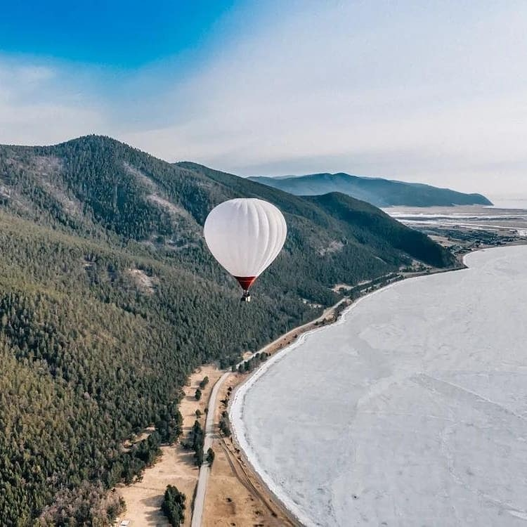 Трое путешественников перелетели Байкал на воздушном шаре