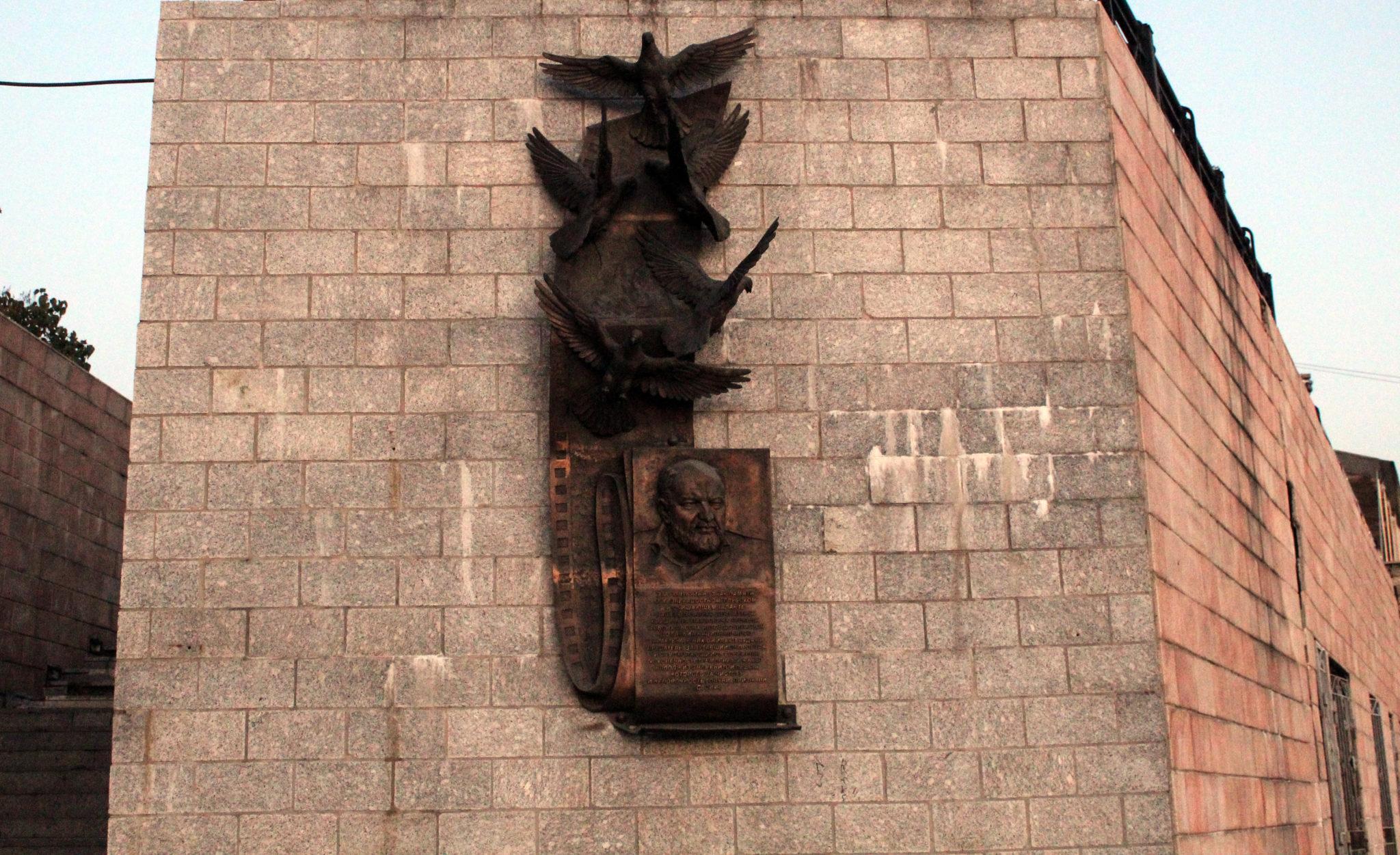 памятник голубеводу