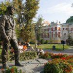Памятник Вампилову в Иркутске