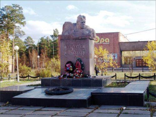 памятник Погодаеву Братск